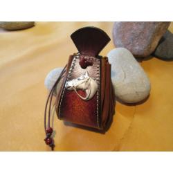bourse en cuir marron motif tete de cheval